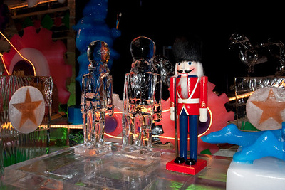 Ice nutcrackers at Gaylord National's ICE! (24 Dec 2009) (Image taken by Kathy T. Kane on 24 Dec 2009 with Canon EOS 20D at ISO 400, f4.0, 1/60 sec and 21mm)