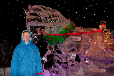 Sydney really liked the ice horse at Gaylord National's ICE! (24 Dec 2009) (Image taken by Patrick R. Kane on 24 Dec 2009 with Canon EOS 20D at ISO 400, f4.0, 1/60 sec and 17mm)