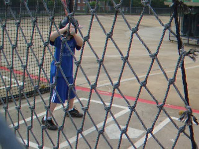 We've not seen the sun all week, so we hustled to the batting cages on Friday for Christopher to sharpen his skills and to enjoy a little fresh air. Sydney decided to come along as well and had a blast. (08 May 2009) (Video taken with FinePix F10)