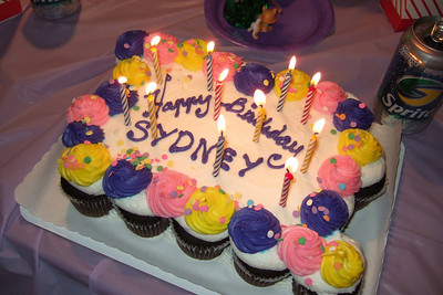 Sydney's 11th Birthday (09 Jan 2009) (Image taken with FinePix F10 at ISO 200, f2.8, 1/140 sec and 8mm)