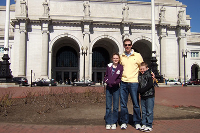 Chris Giacomazzi with Sydney and Christopher Kane in front of Union Station (06 Mar 2010) (Image taken by Patrick R. Kane on 06 Mar 2010 with FinePix F10 at ISO 200, f7.1, 1/900 sec and 8mm)