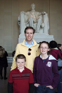 Chris Giacomazzi with Sydney and Christopher Kane at the Lincoln Memorial (06 Mar 2010) (Image taken by Patrick R. Kane on 06 Mar 2010 with FinePix F10 at ISO 400, f2.8, 1/120 sec and 8mm)