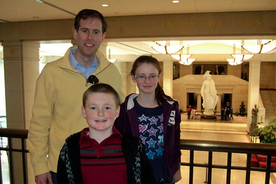 Chris Giacomazzi with Christopher and Sydney Kane in the Capitol Visitor Center (06 Mar 2010) (Image taken by Patrick R. Kane on 06 Mar 2010 with FinePix F10 at ISO 800, f2.8, 1/100 sec and 8mm)