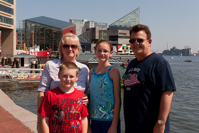 Christopher and Sydney Kane having a great time with Aunt Gale and Uncle Ivan in Baltimore's Inner Harbor (Image taken by Patrick R. Kane on 29 Aug 2010 with Canon EOS 20D at ISO 200, f11.0, 1/400 sec and 25mm)