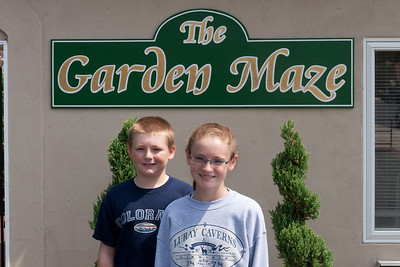 Christopher and Sydney getting ready to try the Garden Maze at Luray Caverns (Image taken by Patrick R. Kane on 15 Aug 2010 with Canon EOS 20D at ISO 200, f11.0, 1/250 sec and 36mm)