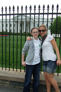 Sydney and Anita in front of the White House. (Image taken by Kathy T. Kane on 19 Apr 2011 with FinePix F10 at ISO 80, f4.0, 1/400 sec and 8mm)