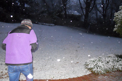 Sydney enjoying a light dusting of snow in early January (Image taken by Christopher R. Kane on 09 Jan 2012 with COOLPIX S570 at ISO 640, f2.7, 1/25 sec and 5mm)
