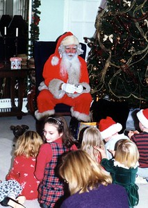 Santa Claus telling a story at the Kennedy-Warren.