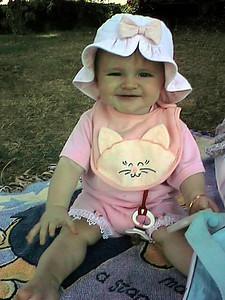 Sydney Kane enjoying a picnic on the Mount Vernon grounds