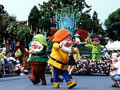 The Seven Dwarfs and Snow White in the Walt Disney World parade.