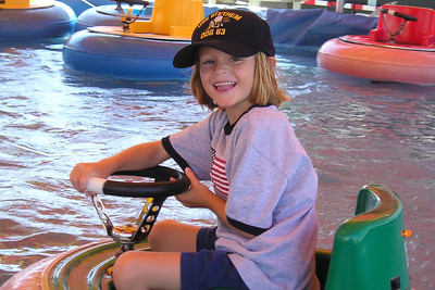 Sydney Kane enjoying the water ride at the Ventura County Fair. This one was one of their favorite rides.