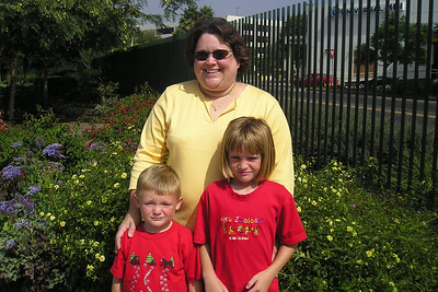Christopher and Sydney Kane with Aunt KK outside of La Brea Tar Pits.