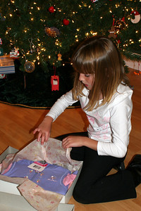 Sydney opening her gift from Pappa.