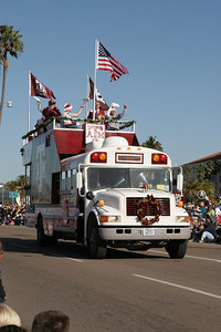 The Lane family's Bus 12  in the 2006 Port of San Diego Big Bay Balloon Parade.