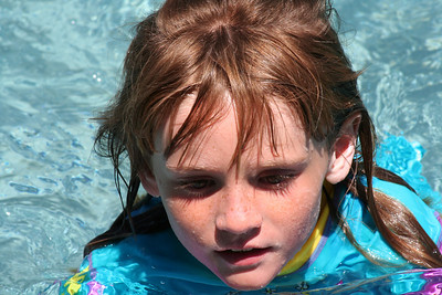 Ryan's Graduation 2006 - Sydney enjoying a swim on Sunday after Grad Day