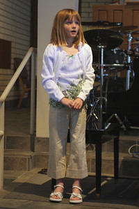Sydney introducing herself at her recital