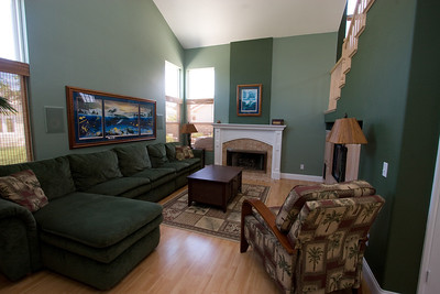 Family Room. 2611 Woodside Place, Oxnard CA. (Image taken with Canon EOS 20D at ISO 400, f11.0, 1/10 sec and 10mm)