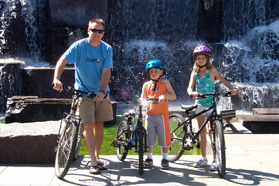 The Kane family enjoyed a bicycle ride from Theodore Roosevelt Island into Washington DC and through the monuments. (Image taken with FinePix F10 at ISO 200, f5.6, 1/250 sec and 16.1mm)