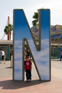 Disneyland and California Adventure (Image taken with Canon EOS 20D at ISO 800, f14.0, 1/640 sec and 25mm)