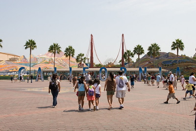 Disneyland and California Adventure (Image taken with Canon EOS 20D at ISO 800, f14.0, 1/800 sec and 23mm)