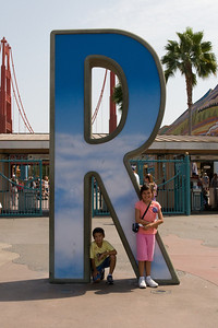 Disneyland and California Adventure (Image taken with Canon EOS 20D at ISO 800, f14.0, 1/800 sec and 30mm)