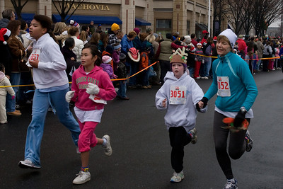 Sydney has been participating twice a week in a before-school program called Girls on the Run. The fall season finished with a 5K run during the 2nd Annual Girls on the Run Reindeer Romp. (Image taken with Canon EOS 20D at ISO 800, f10.0, 1/250 sec and 33mm)