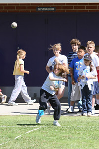 2007 Lutheran elementary school track meet. (Image taken with Canon EOS 20D at ISO 400, f5.0, 1/1600 sec and 200mm)