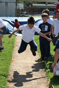 2007 Lutheran elementary school track meet. (Image taken with Canon EOS 20D at ISO 400, f7.1, 1/1250 sec and 70mm)