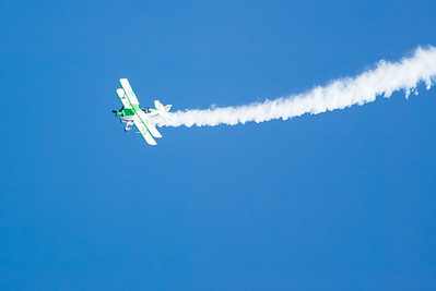 """Bill Cornick's Pitts S-2C """"Big Bad Green"""". 2007 Point Mugu Air Show (Image taken with Canon EOS-1D at ISO 200, f4.0, 1/2500 sec and 280mm)"""