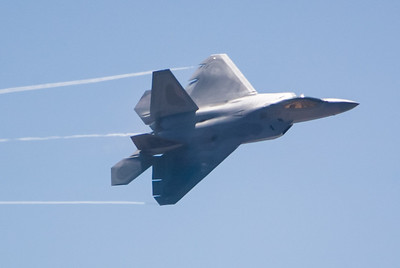 F-22 Raptor. 2007 Point Mugu Air Show (Image taken with Canon EOS-1D at ISO 200, f4.0, 1/6400 sec and 280mm)