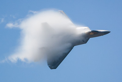 F-22 Raptor. 2007 Point Mugu Air Show (Image taken with Canon EOS-1D at ISO 200, f4.0, 1/5000 sec and 280mm)