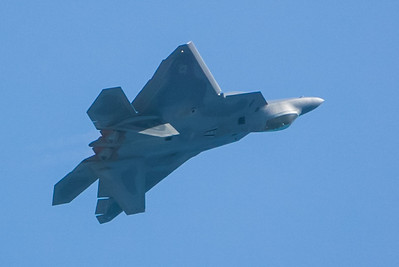 F-22 Raptor. 2007 Point Mugu Air Show (Image taken with Canon EOS-1D at ISO 200, f4.0, 1/3200 sec and 280mm)