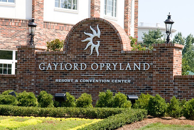 We stopped by the Opryland Hotel in Nashville, Tennessee for a short afternoon visit. (Image taken with Canon EOS 20D at ISO 400, f11.0, 1/250 sec and 70mm)