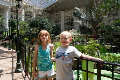 We stopped by the Opryland Hotel in Nashville, Tennessee for a short afternoon visit. (Image taken with Canon EOS 20D at ISO 400, f11.0, 1/100 sec and 17mm)