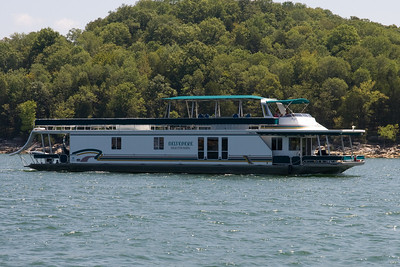 There are a lot of house boats on Center Hill Lake, which is a 64 mile long reservoir consisting of 415 miles of shoreline, and 18,200 acres of deep, pure water. (Image taken with Canon EOS 20D at ISO 200, f11.0, 1/250 sec and 70mm)