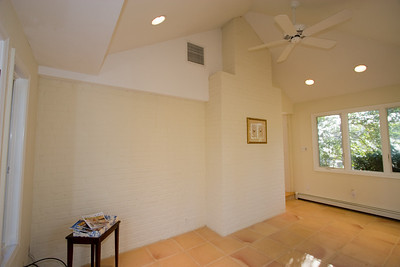 Sunroom. 4357 26th Street N, Arlington VA (Image taken with Canon EOS 20D at ISO 200, f5.0, 1/60 sec and 10mm)