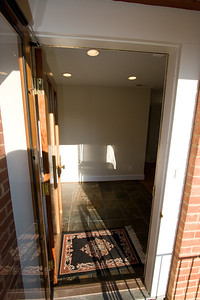Entry foyer. 4357 26th Street N, Arlington VA (Image taken with Canon EOS 20D at ISO 200, f8.0, 1/250 sec and 10mm)