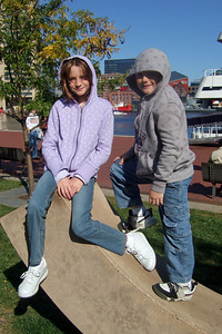 Sydney and Christopher enjoying Baltimore's Inner Harbor (19 Oct 2008) (Image taken with FinePix F10 at ISO 80, f5.6, 1/600 sec and 8mm)