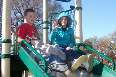 Christopher and Sydney enjoying the playground at Hains Point. (Image taken with FinePix F10 at ISO 200, f5.6, 1/400 sec and 12.2mm)