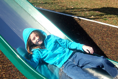 Sydney enjoying the playground at Hains Point. (Image taken with FinePix F10 at ISO 200, f6.4, 1/419 sec and 12.2mm)