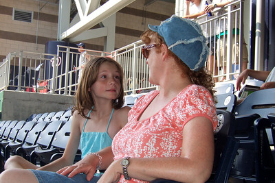 We enjoyed a hot Sunday afternoon watching the Astros shut out the Washington Nationals 5 to 0. Though we had excellent, front row, center field seats, Sydney wanted shade instead. Just as well as the boys were rooting for the team from Texas while the girls rooted for the home team. Unfortunately for them, it was the Astro's Brandon Backe who stole the show by pitching seven-plus innings, and going 2-for-3 with a double and scoring twice. (Image taken with FinePix F10 at ISO 200, f4.5, 1/450 sec and 8.9mm)