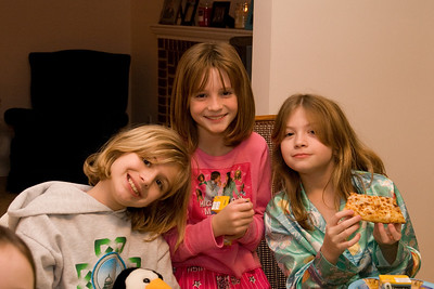 Celebrating Sydney's 10th birthday on the weekend following her birthday. (Image taken with Canon EOS 20D at ISO 800, f5.0, 1/60 sec and 33mm)
