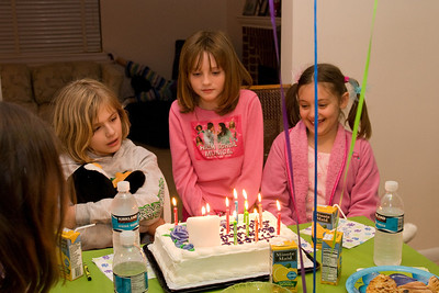 Celebrating Sydney's 10th birthday on the weekend following her birthday. (Image taken with Canon EOS 20D at ISO 800, f5.0, 1/60 sec and 25mm)