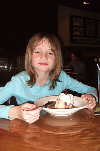 Dinner at Outback Steakhouse celebrating Sydney's 10th birthday a day early. (Image taken with FinePix F10 at ISO 800, f2.8, 1/100 sec and 8mm)