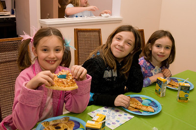 Celebrating Sydney's 10th birthday on the weekend following her birthday. (Image taken with Canon EOS 20D at ISO 800, f5.0, 1/60 sec and 21mm)