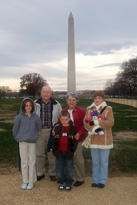 The family in front of the Washington Monument after a visit to the National Museum of American History. (Image taken with FinePix F10 at ISO 200, f4.5, 1/400 sec and 8mm)