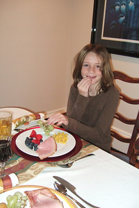 Sydney enjoying Thanksgiving dinner (27 Nov 2008) (Image taken with FinePix F10 at ISO 800, f2.8, 1/100 sec and 8mm)