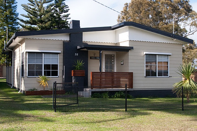 Cooper's Cottage in Culburra (07 Jul 2009) (Image taken with Canon EOS 20D at ISO 400, f10.0, 1/320 sec and 28mm)