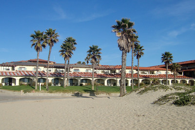 Checking out the beach at the Embassy Suites in Oxnard, California (17 Mar 2009) (Image taken with FinePix F10 at ISO 80, f5.6, 1/480 sec and 8mm)