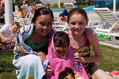 Sierra, Mia and Sydney at the aquatic center in Ventura (30 Jul 2009) (Image taken with Canon EOS 20D at ISO 400, f14.0, 1/640 sec and 40mm)